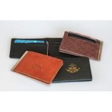 Зажим для купюр с отделениями под визитки, с карманом на молнии, с тиснением орнамента-символа, 115x80 мм, кожа.