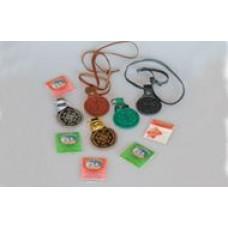 Ладонка круг с тиснением символов 45х65мм,внутренний карман на кнопке для ладанки и др.в комлекте гайтан 70см,матерчитая ладонка см.на фото