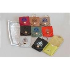 Брелок «карманчик» на кнопке с тиснением символов и молитвы внутри пс.90 в виде бумажного вкладыша,так же брелок можно использовать для хранения под ключи,USB-флешки,фармацевтические ср-ва,такие как таблетки,и т.п.